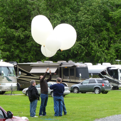 Preppeing a balloon for launch